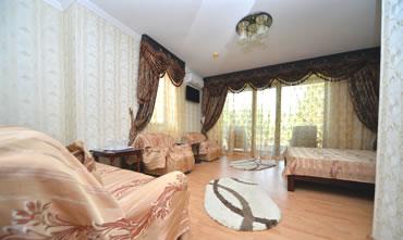 Camera tripla de lux, cu pat matrimonial