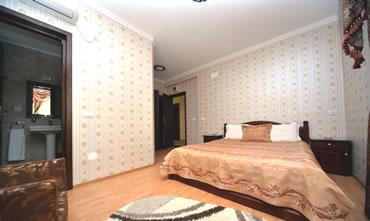 camera de 2 persoane cu pat matrimonial