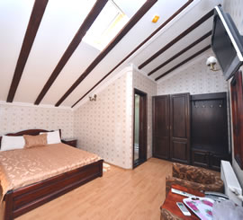 Camera dubla cu pat matrimonial